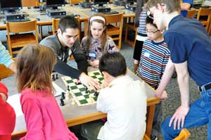 GM Mesgen Amanov analyzes games with ICA Warren Scholars